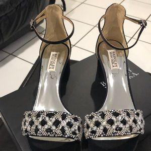 Elegant block-heel Sandal. Brand New!
